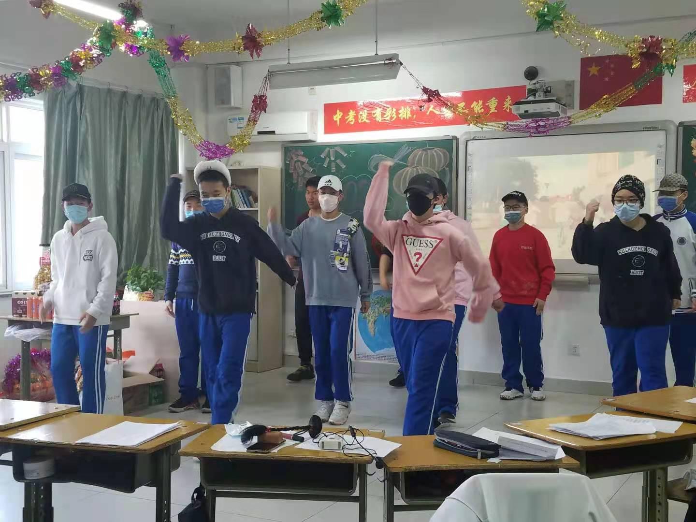 学生表演节目.jpg