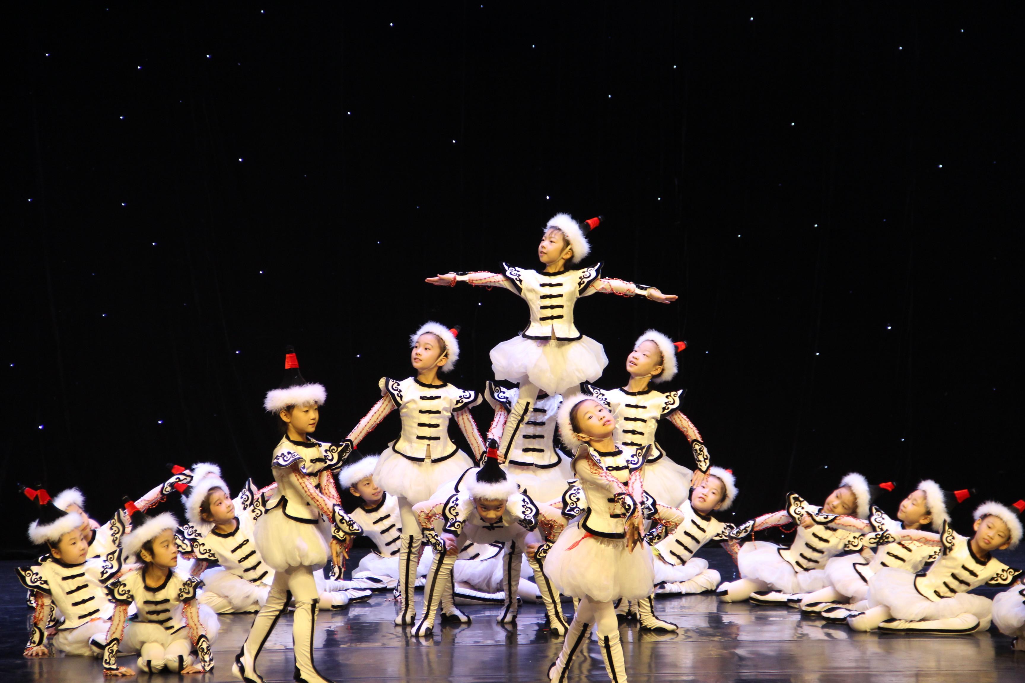"""188体育官网""""心之翼""""舞蹈团再获北京市第二十二届学生艺术节舞蹈展演金奖"""