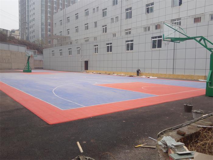 為消防隊打造籃球場