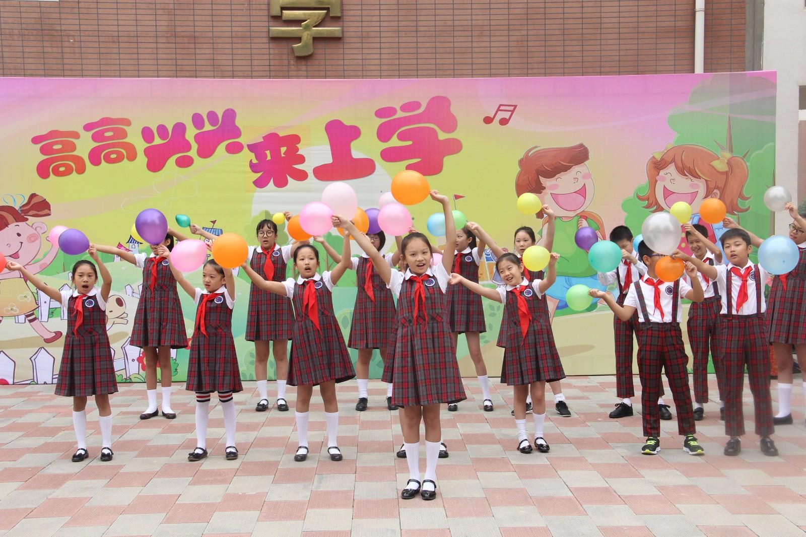 新学期的梦想在小学部合唱队的歌声中起航.jpg
