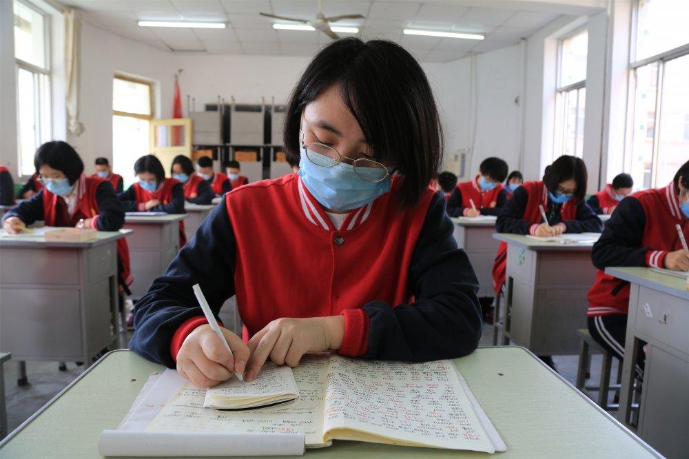 冠县一中学生错位学习.jpg